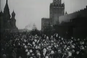 Советский народ празднует День Победы 9 мая 1945