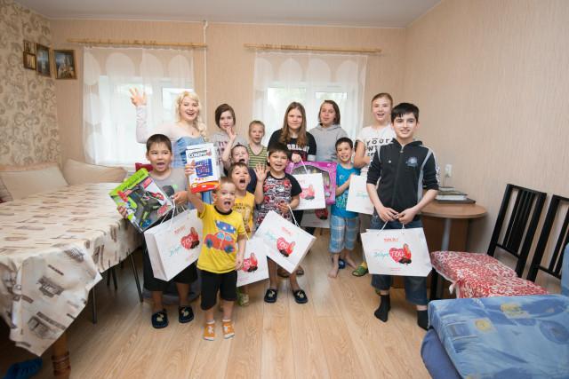 Дети из двух приютов стали участниками развлекательной программы TOY RU