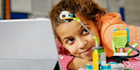 LEGO® Education предоставляет педагогам учебно-методические материалы Maker