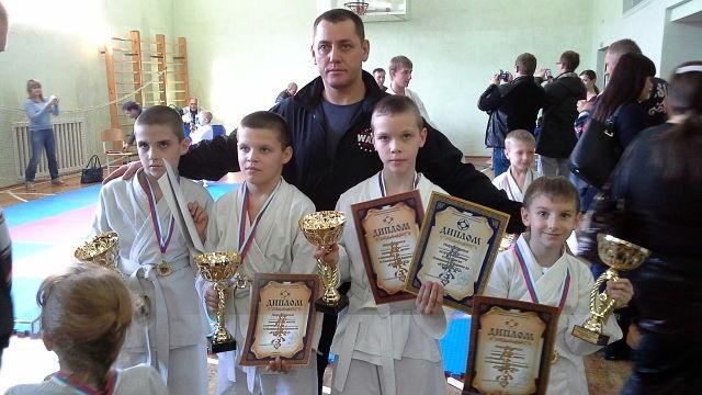 Мы победили на открытом городском турнире по кёкусинкай карате, призы за лучшую технику и самый короткий бой тоже наши. г Ростов на Дону 2013