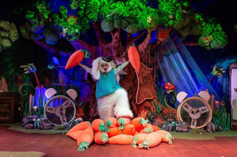 Шоу-сказка «Зайцы»