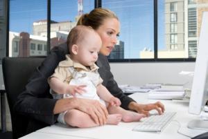 Работающие мамы чувствуют себя лучше, чем домохозяйки