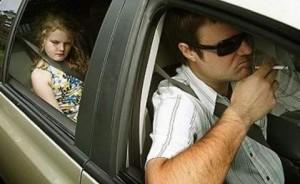 Депутаты Госдумы собрались запретить курение в автомобиле при детях