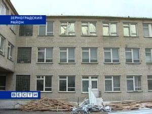 В Зерноградском районе школа из разрушенного здания перебралась в аварийное