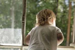 В Морозовске двухлетняя девочка выпала из окна