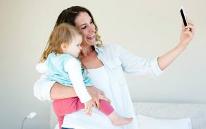 Частые посты о ребенке в соцсетях говорят о депрессии у мамы