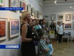 Ко Дню учителя открылась выставка маленьких художников