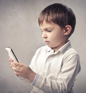 Мобильный телефон спасет ребенка от стресса