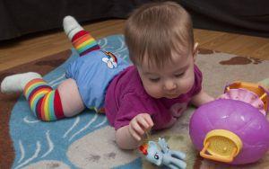 Подгузники тормозят развитие ребенка
