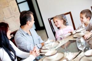 Социологи рекомендуют возрождать традицию обеда в кругу семьи