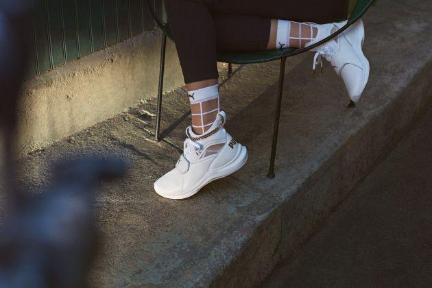 Микротренд: кроссовки + прозрачные носки