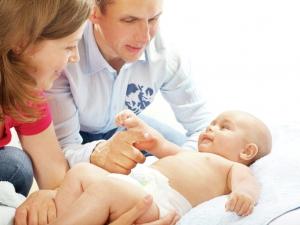 Рассказывать детям истории перед сном следует скорее мамам