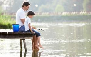 Современные отцы проводят с детьми 35 минут в день