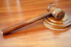 Родители, ограниченные в правах на ребенка, не будут получать пособия
