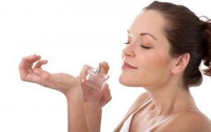 Пользоваться парфюмом во время беременности опасно
