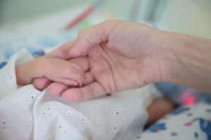 Дети, рожденные в выходные, имеют более слабое здоровье