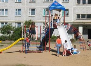 Ростовчане: 'Многие детские площадки города опасны для здоровья!'