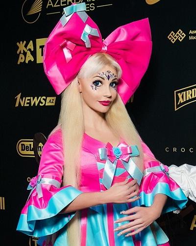 Образ Заводной куклы, созданный  Русской Барби,  поразил репортеров