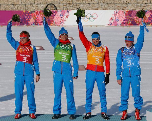 Лыжники Дмитрий Япаров, Александр Бессмертных, Александр Легков и Максим Вылегжанин завоевали серебро в эстафете.