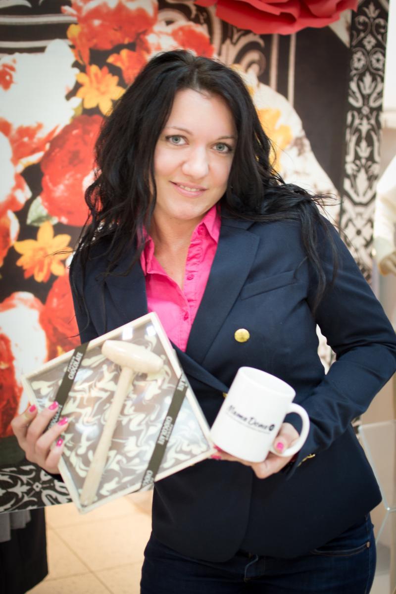 Победительница сентября Ирина (ник Irina Bragina) Подарок: фирменная кружка MamaDona.Ru и подарочный шоколад в особенной упаковке. Фото:Галина Терновая