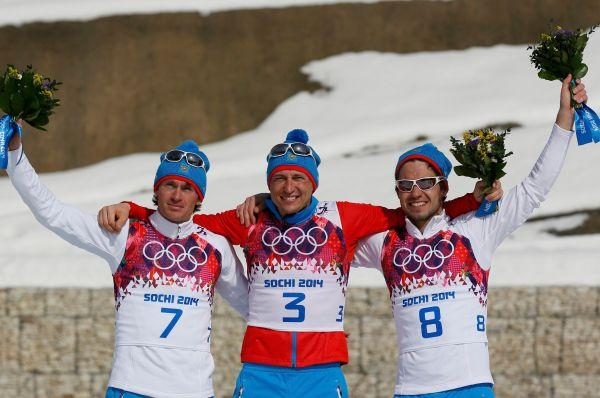 Весь пьедестал почета в марафонской лыжной дистанции у россиян - бронза у Ильи Черноусова, серебро у Максима Вылегжанина, золото у Александра Легкова.