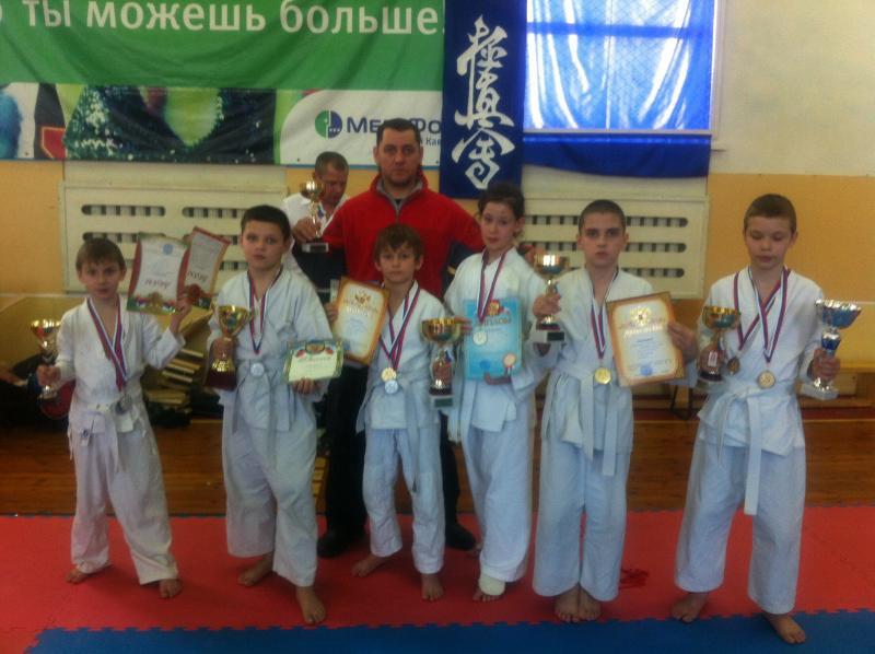 Мы победили сразу в двух дисциплинах - рукопашный бой и кёкусинкай карате на областном фестивале боевых искусств, призы за лучшую технику и самый короткий бой тоже наши.  г Миллерово 2013