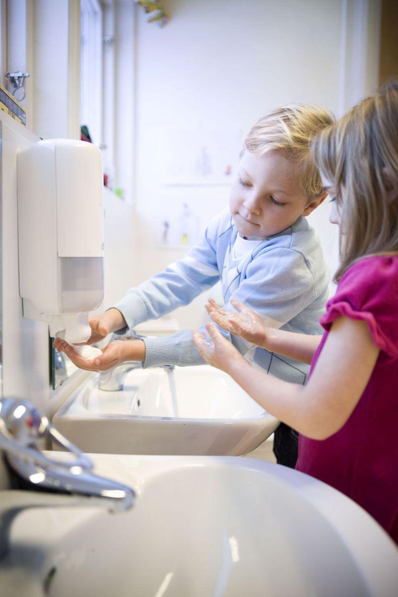 Гигиена рук в период ОРВИ: простые правила, которые обезопасят ребенка в школе