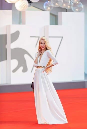 Дизайнер Ксения Самойленко стала звездой ковровых дорожек на кинофестивале в Венеции