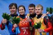 Второе место в эстафете заняли саночники Альберт Демченко, Татьяна Иванова и двойка Владислава Антонова и Александра Денисьева.